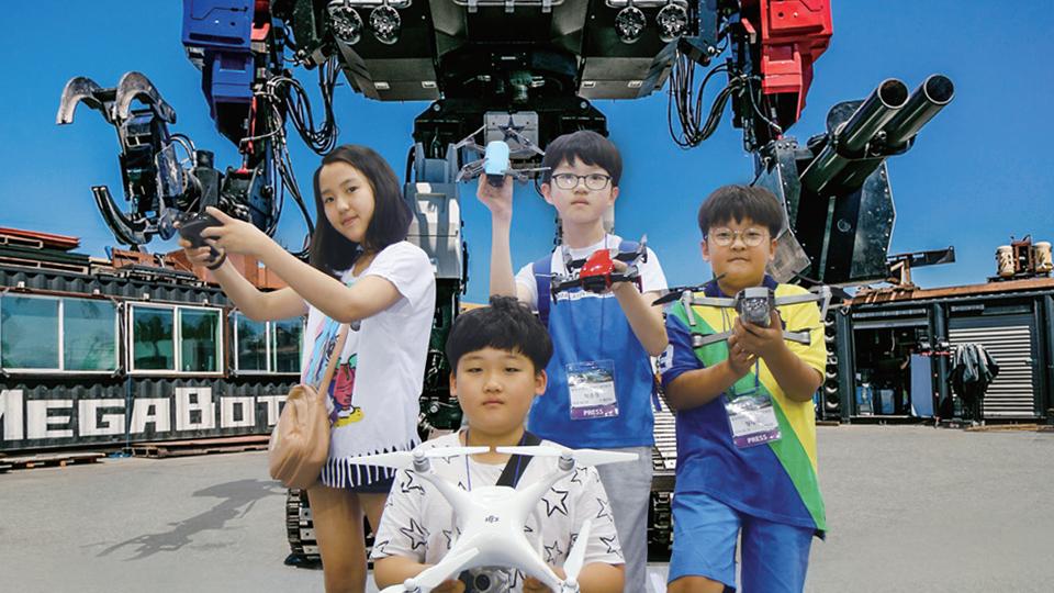 거대 로봇을 코딩할 떈 방탄유리 앞에서!