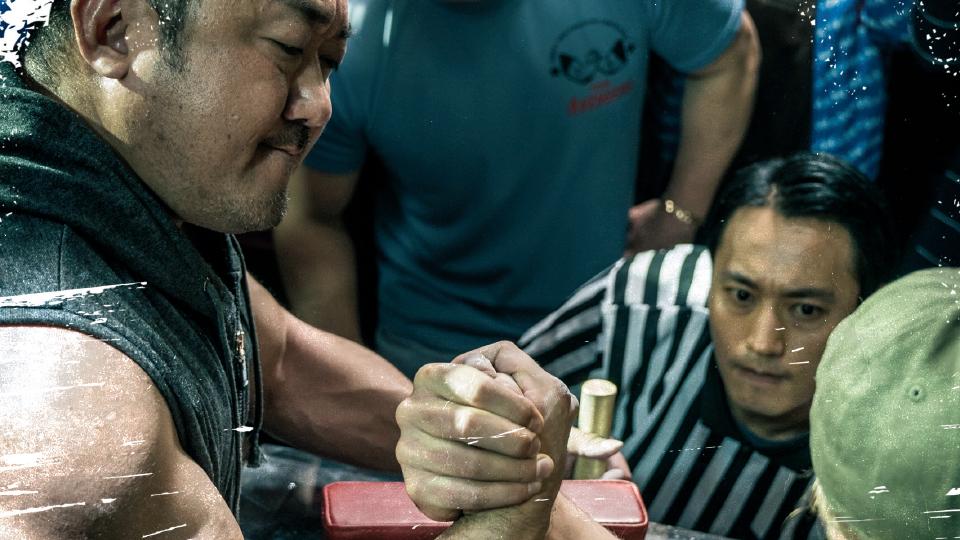 '팔뚝 요정' 마동석이 알려주는 팔씨름의 과학