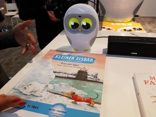 CES에 전시된 '책 읽어주는 AI 로봇' 루카