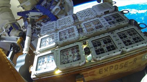 ISS 러시아 모듈 밖에 설치된 바이오멕스 실험 용기