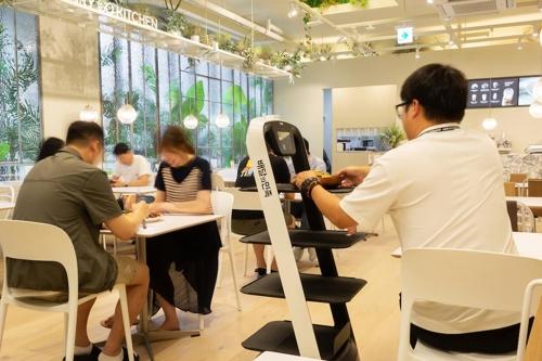 자율주행 로봇이 서빙하는 미래형 식당 '메리고키친'