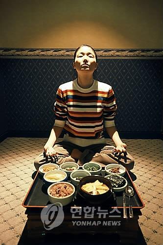 단식원에서 식욕을 억제하는 수련생