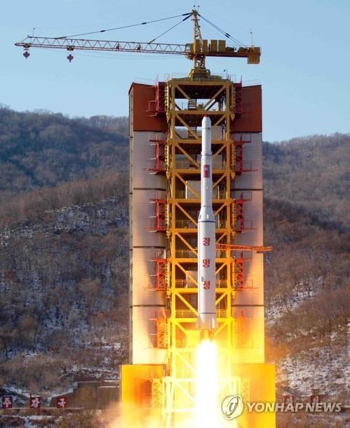 서해위성발사장 광명성 4호 발사 장면