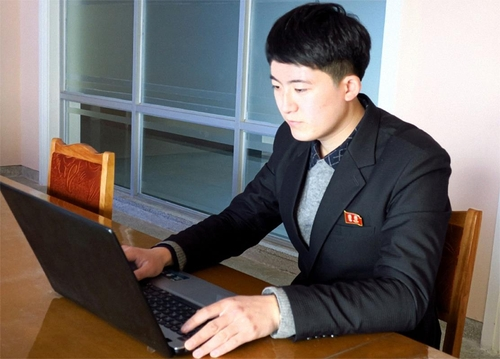 김일성종합대학 물리학부 연구사 안억성