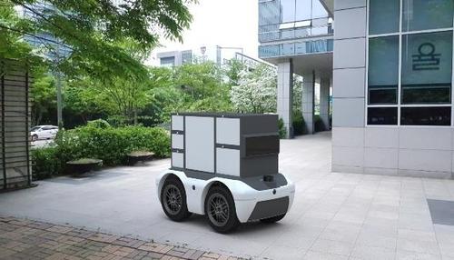 언맨드솔루션이 제작한 자율주행 배달 로봇