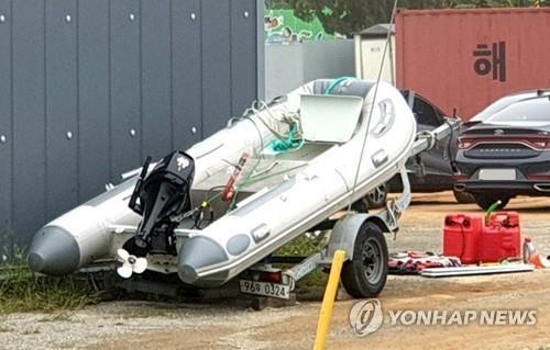 태안 마도 방파제서 발견된 고무보트