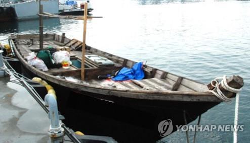 작년 감시망을 뚫고 삼척항에 무단 입항한 북한 목선