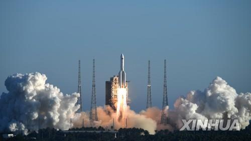 톈원-1호를 실을 창정-5B 로켓 첫 발사 장면