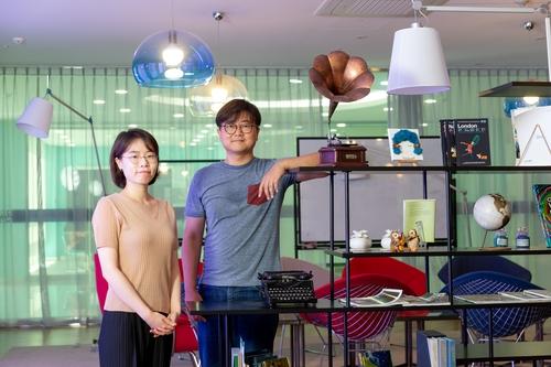 권오훈 교수(오른쪽)와 김예진 연구원