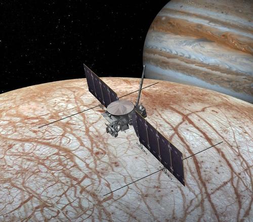 목성 궤도를 돌며 유로파에 근접 비행하는 유로파 클리퍼 상상도