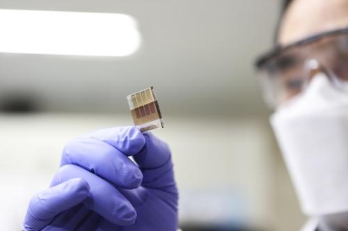 한국기계연구원이 개발한 페로브스카이트 양자점 태양전지