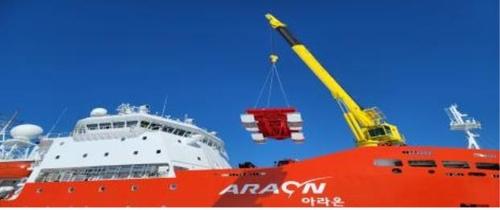 남극 장보고과학기지에 물건 보급하는 아라온호