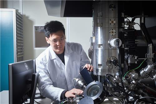 초박막 두께 측정하는 표준연 연구팀