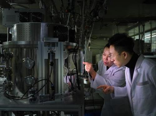플라스마 실험 중인 표준연 연구팀