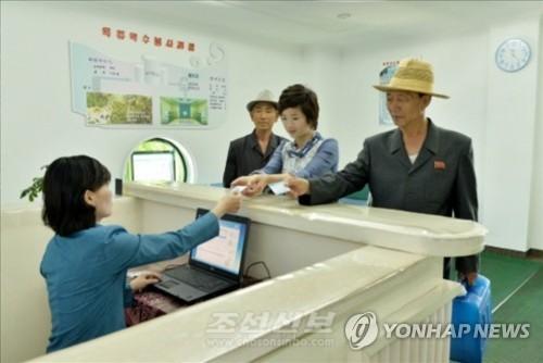 북한에서 카드로 결제하는 사람들