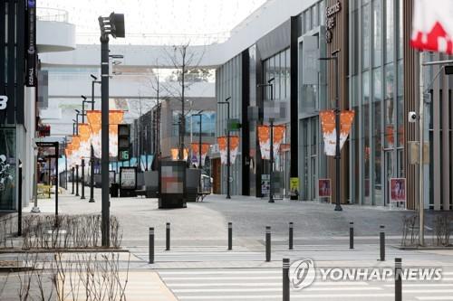 신종코로나 여파…텅 빈 송도 쇼핑몰 거리