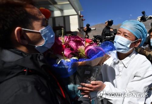 퇴원하는 티베트의 유일한 코로나19 환자
