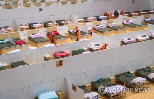 스포츠 센터 개조한 우한의 임시 병원