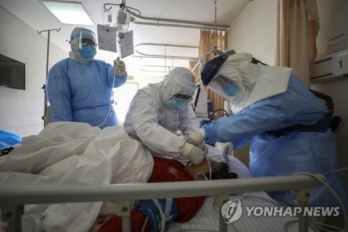 코로나19 환자 치료하는 중국 우한 의료진