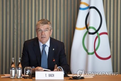 IOC 집행위원회에서 발언하는 바흐 위원장