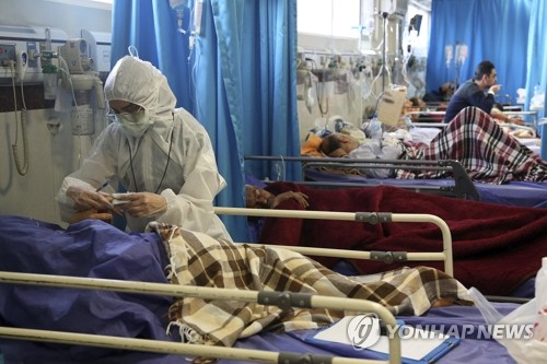병원서 치료받는 이란 코로나19 환자들
