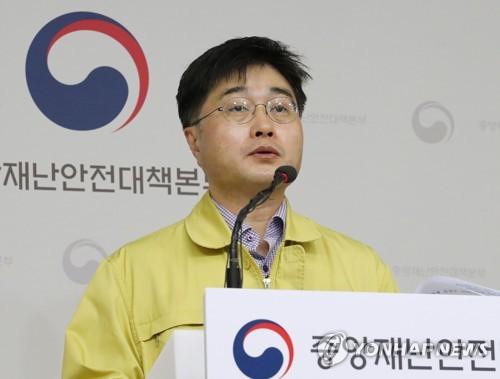 코로나19 정례브리핑하는 윤태호 방역총괄반장