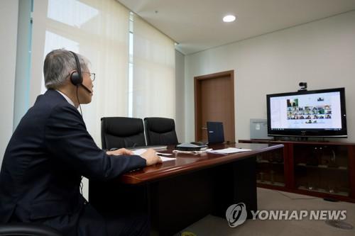 '제2차 ICT 비상대책회의' 참여하는 최기영 장관