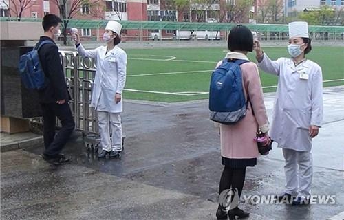 북한, 코로나19 소강 속 단계적 개학…고3·대학생 등교 시작