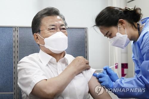 문재인 대통령, 코로나 백신 접종