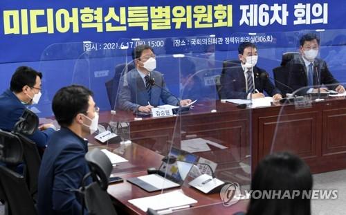 발언하는 민주당 김용민 미디어특위 위원장